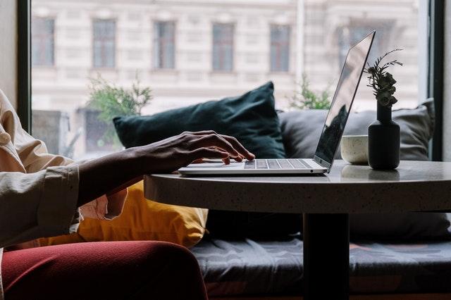 Laptopy czy komputery stacjonarne